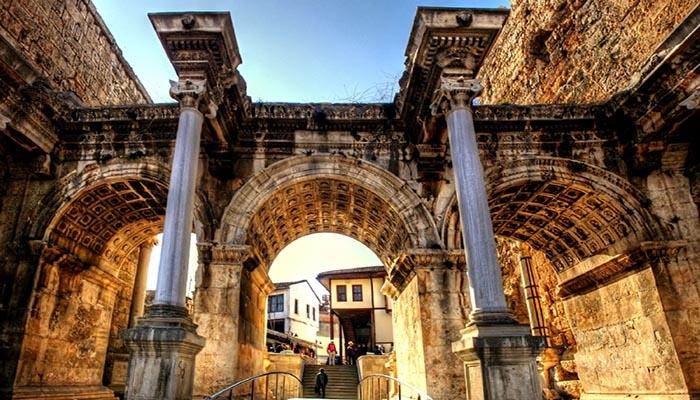 دروازه هادریانوس آنتالیا (Hadrians Gate)