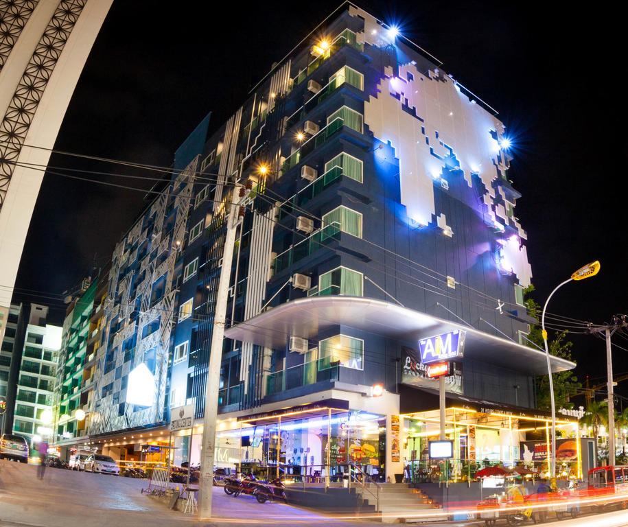 Crest Resort Pool Villas hotel