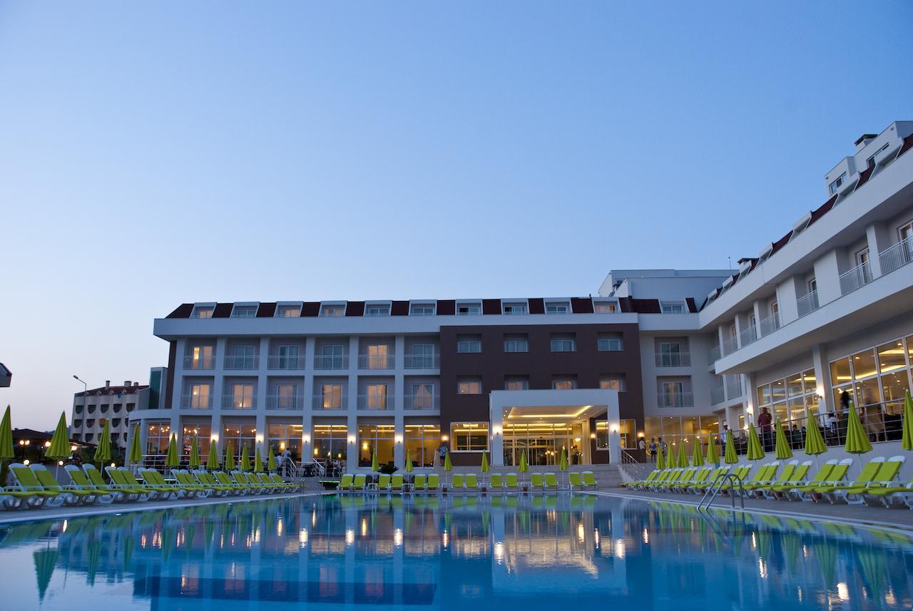 Novia White Lilyum hotel